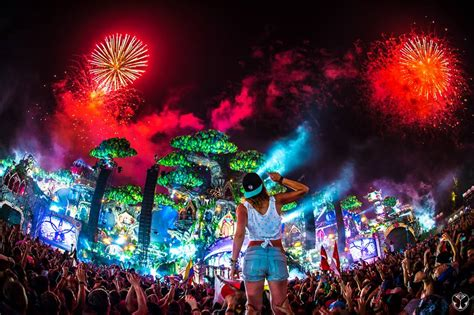 Enjoy the best live video sets from Tomorrowland Belgium