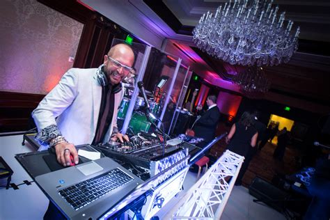 Wedding Advice: 5 Questions to Ask Your DJ - Inside Weddings