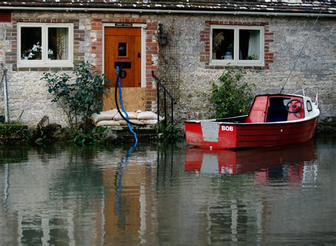 New Thames Flood Warning for Southern England [VIDEO]