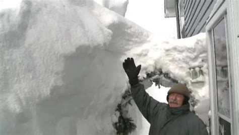 Snowed-in senior carves tunnel to escape Moncton home